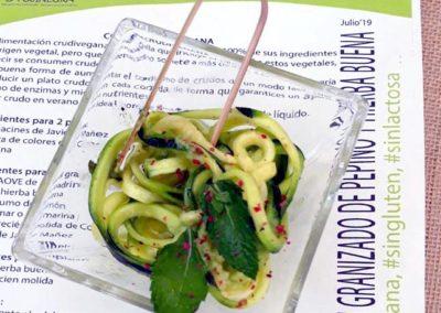 Cintas de calabacín con granizado de pepino y hierba buena